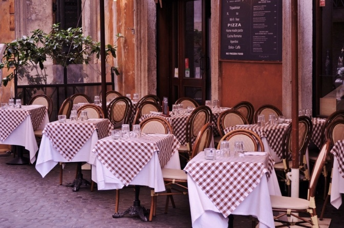 italian-pizza-restaurant-italy-large